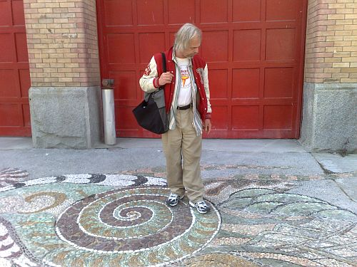 Hendrik and mosaic in front of Firehall arts centre