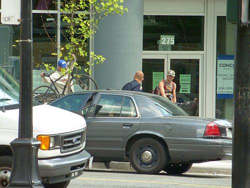 Bus Driver phones on bike thief 4